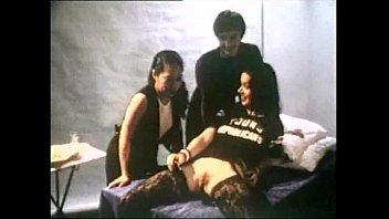Темнокожая медсестра с огромной задницей