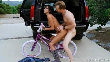 Сучки на велосипеде