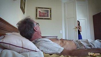 Жесткое порно со стариком и молодой