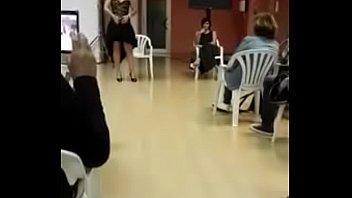 Maestra Argentina enseña cómo masturbarse
