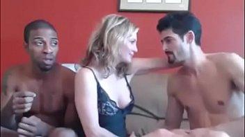 0733 Linda esposa com amante negao marido filma pela cam
