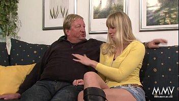 Секс с сисястой блондинкой в розовом