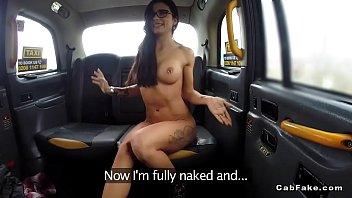 Toned stunning brunette fucks in taxi