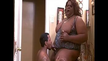 Big Ebony Shemale JuicyNikki gets head from a blatino
