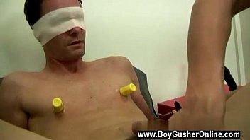 Ебля геев с использованием резиновых мужиков