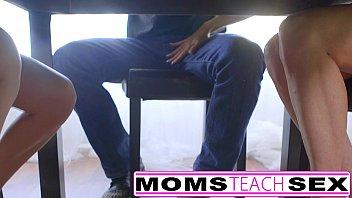 Мама трахается с другом дочери