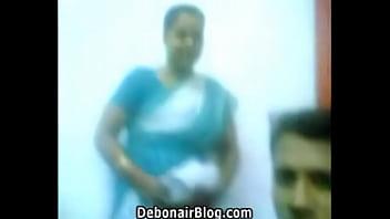 RACHAEL: Outdoor mature flashing hot aunty saree
