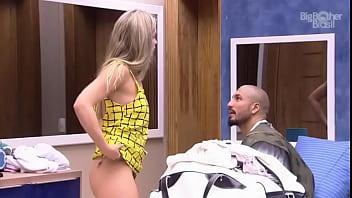 bbb 15 - Aline trocando biquini