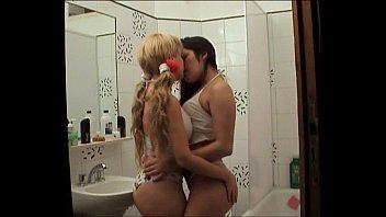 roxana vanessa kissing1