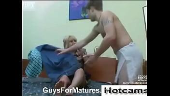 HOTCAMS.GA - Mature milf fucks young guy