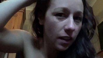 Chica cachonda masturbándose