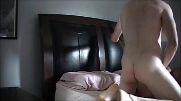 Порно миниатюрная зрелая брюнетка с маленькой грудью