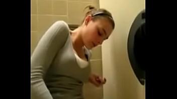 Quickly cum in the toilet