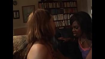 Зрелая женщина вызвала массажиста домой порно