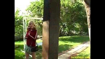 Папа трахает дочку, а его друг снимает на камеру