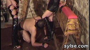 2 amateur dominas share their anal slave