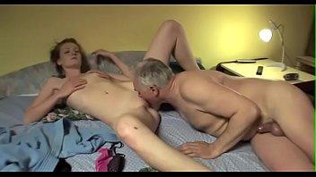 Порно видео онлайн молодая девушка и дедуля