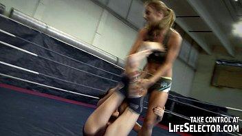 После боя лесби стали драться на ринге
