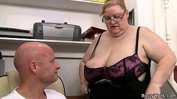 Секс огромни хуй с бабуля