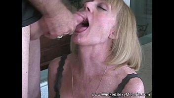 Мать ьно трахает сына