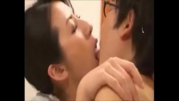 Порно видео мать наказала своего сына сексом