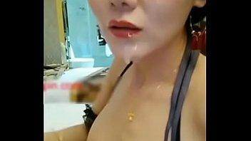 网红豆芽姐演绎模特小丽酒店面试导演被要求洗澡换上性感情趣内衣潜规则口爆颜射