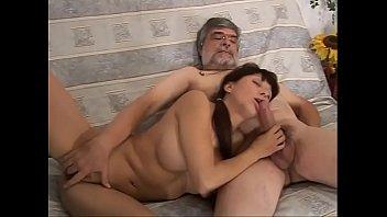 Большегрудая русская женщина любит трахаться