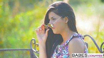 Babes Unleashed - (Coco de Mal Henessy) - Observação de Poon lesbicas lactantes