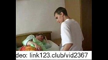 Мать наказала сына ремнем видео