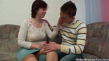 Порна секс ролик смотреть русский сын подглядывает маму в души онайн