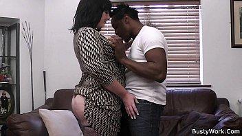 Секретарша с большими сиськами очень любит секс