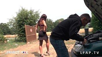 Sa femme francaise se prostitue et suce des queues en pleine nature