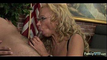 Порно комикс лоис и её два сына