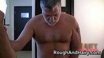 Muscly jock makes himself cum