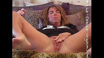 Крупно мастурбация оргазм кончей на камеру крупно