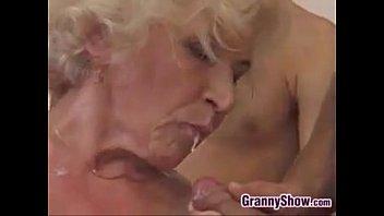 Жесткое порево бабушки