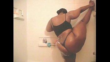 mama dria in the shower