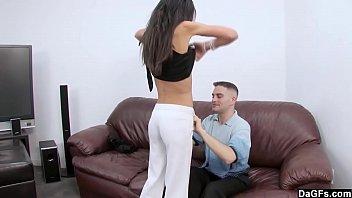 امرأة تنتقم من صديقة لها ممارسة الجنس مع زوجها