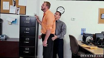 Порно раздевание геев видио