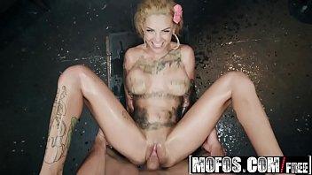 (Bonnie Rotten) - Bonnie Bonds With Her Neighbor - MOFOS