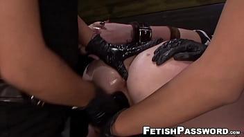 Goth lesbian Jynx Hollywood strapon banged in 3way bondage