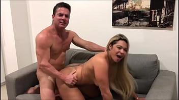 Loira Cavala Muito Gostosa Fudendo Com Tarado Enquanto Ele Divulga O Melhor Site Porno Amador - Acesse PornoCarioca.com