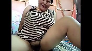 Thai aunty loves her ass appreciated