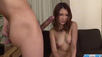 Japonesinha boqueteira fazendo uma garganta profunda