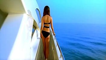 stafaband info  kareena kapoor in swimsuit [72 in swimsuit [720p HD] kambakkht
