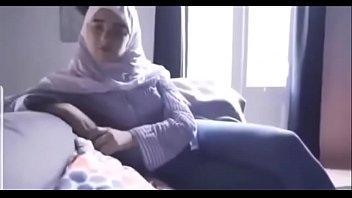 مصرية محجبة تتناك من خليجي بتقولو نروح البيت عشان اخي مايشوفنا الفيديو كامل في الرابط http://cu2.io/Ywwxig