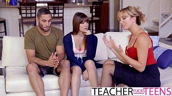 Порно студенты ебут блондинку