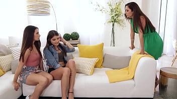Vamos fazer isso na cama da sua mãe! - Cassidy Klein, Reena Sky e Adria Rae