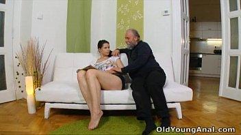 Русский секс зрелой с юнцом