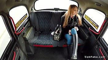 Nice ass slim amateur bangs in fake taxi